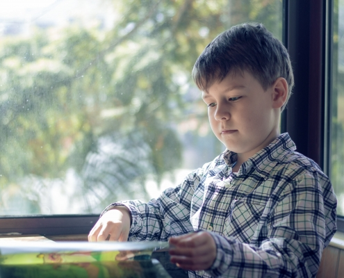 bambino_fa_compiti_didattica_online
