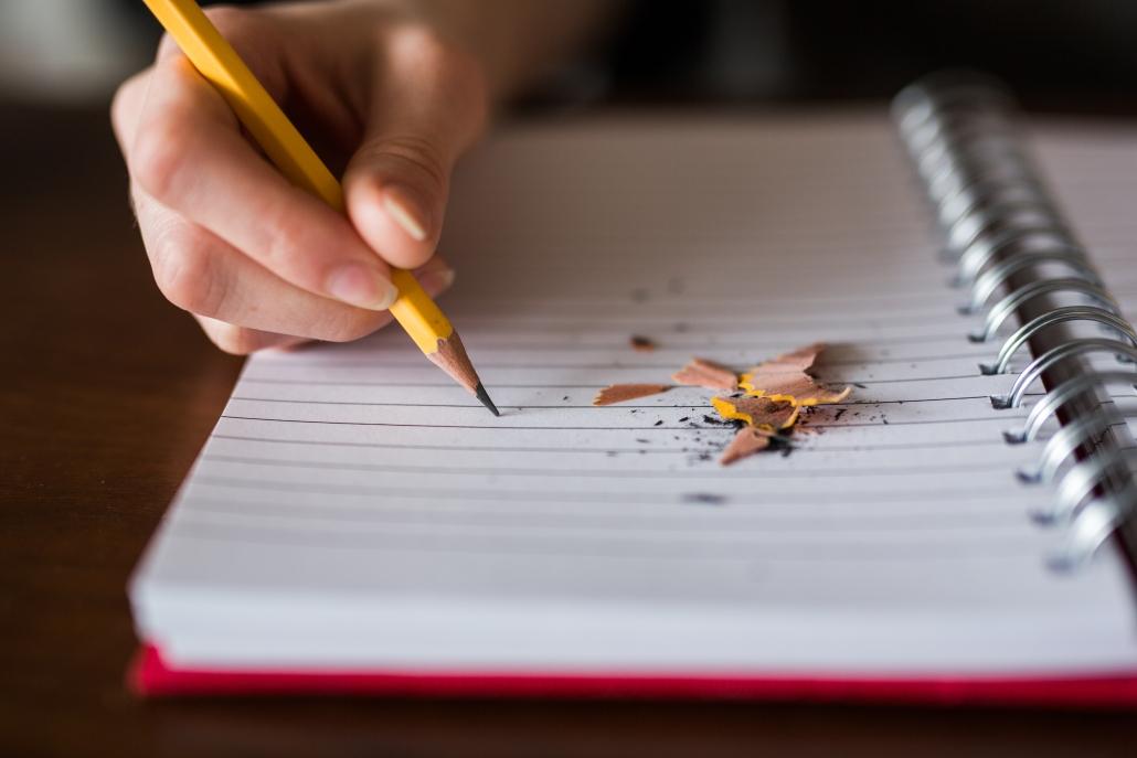 bambino scrive libro